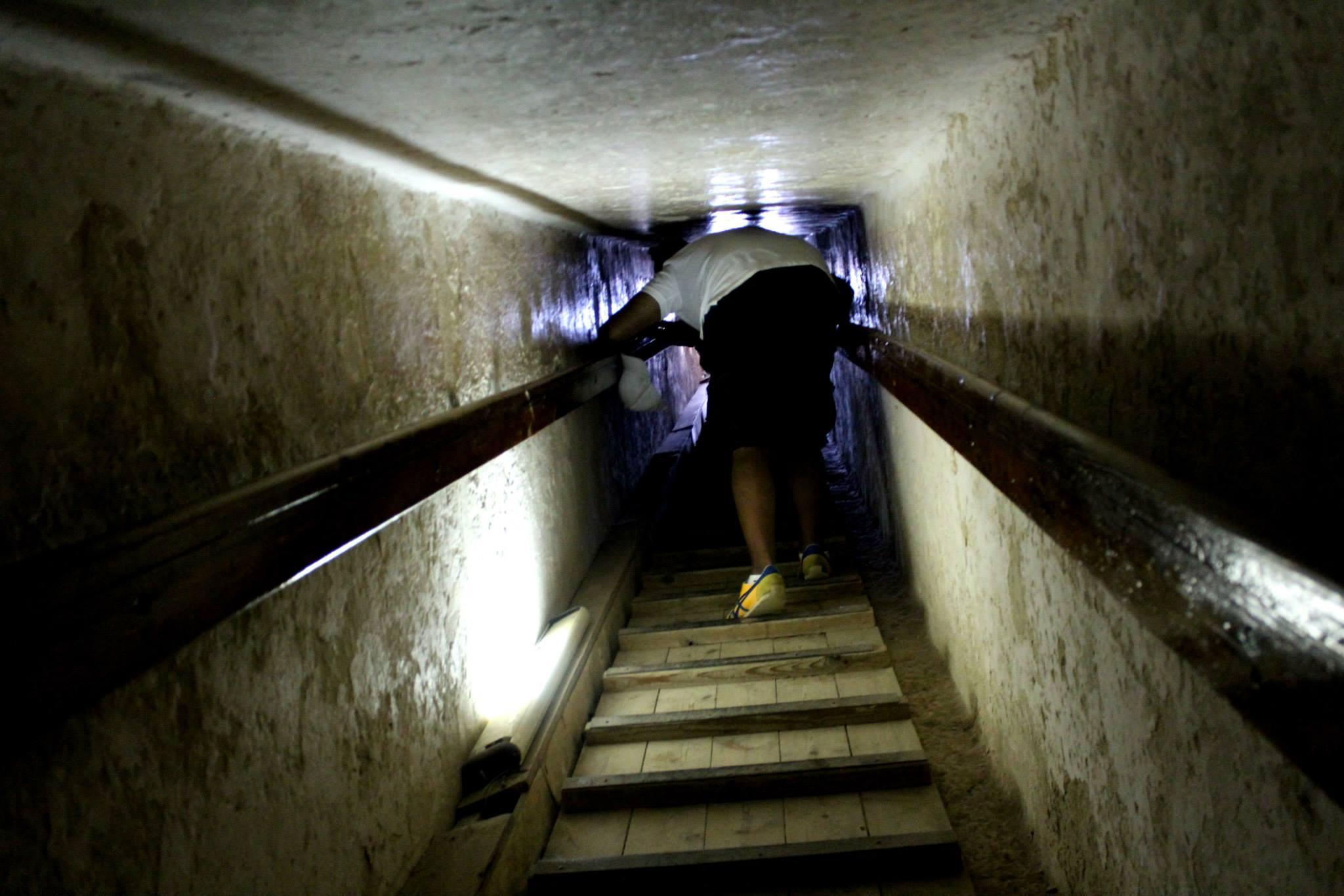 pyramids tour going down