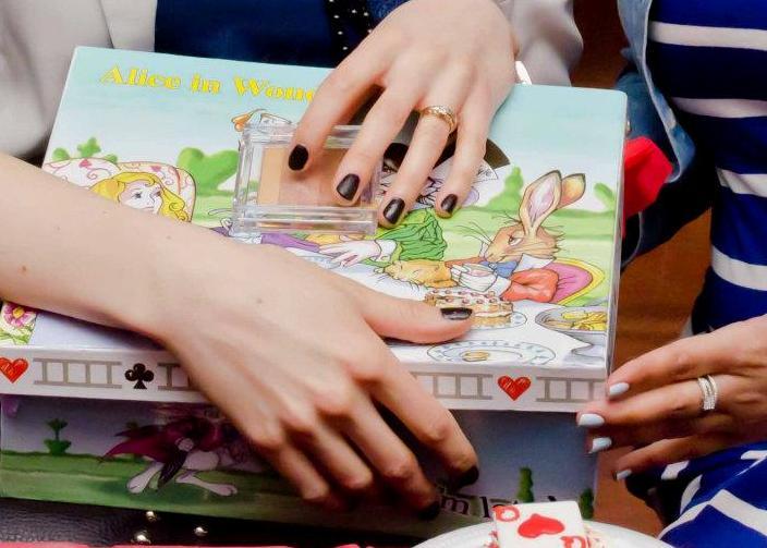 Alice in Wonderland prizes