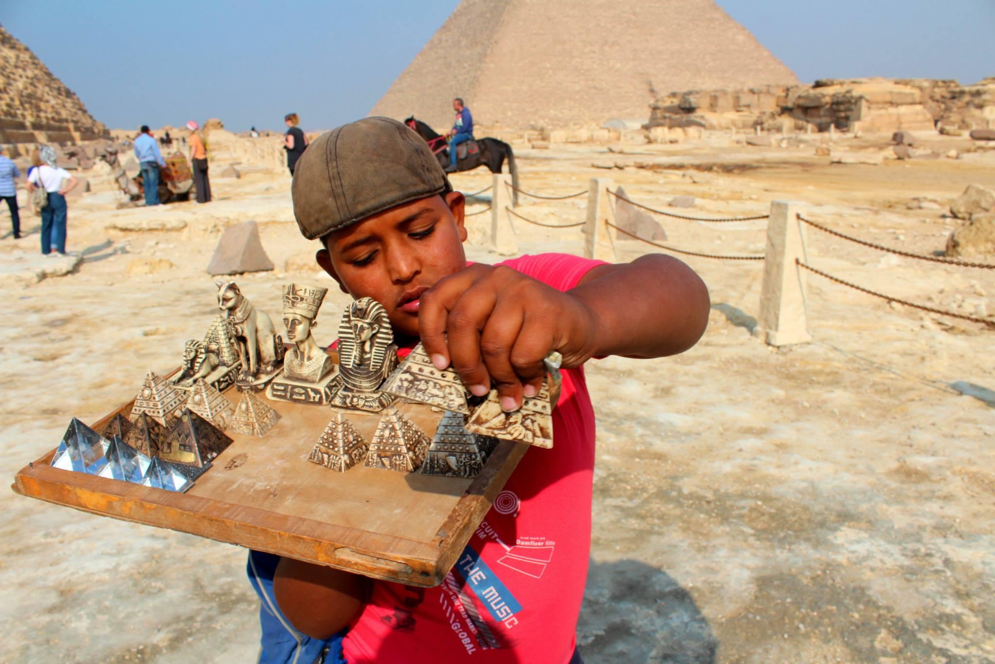 pyramids tour souvenirs egypt