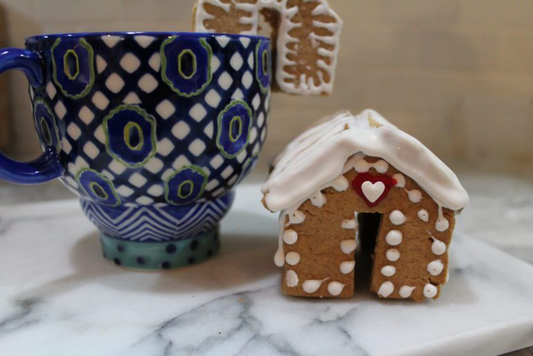 mini gingerbread houses for cups