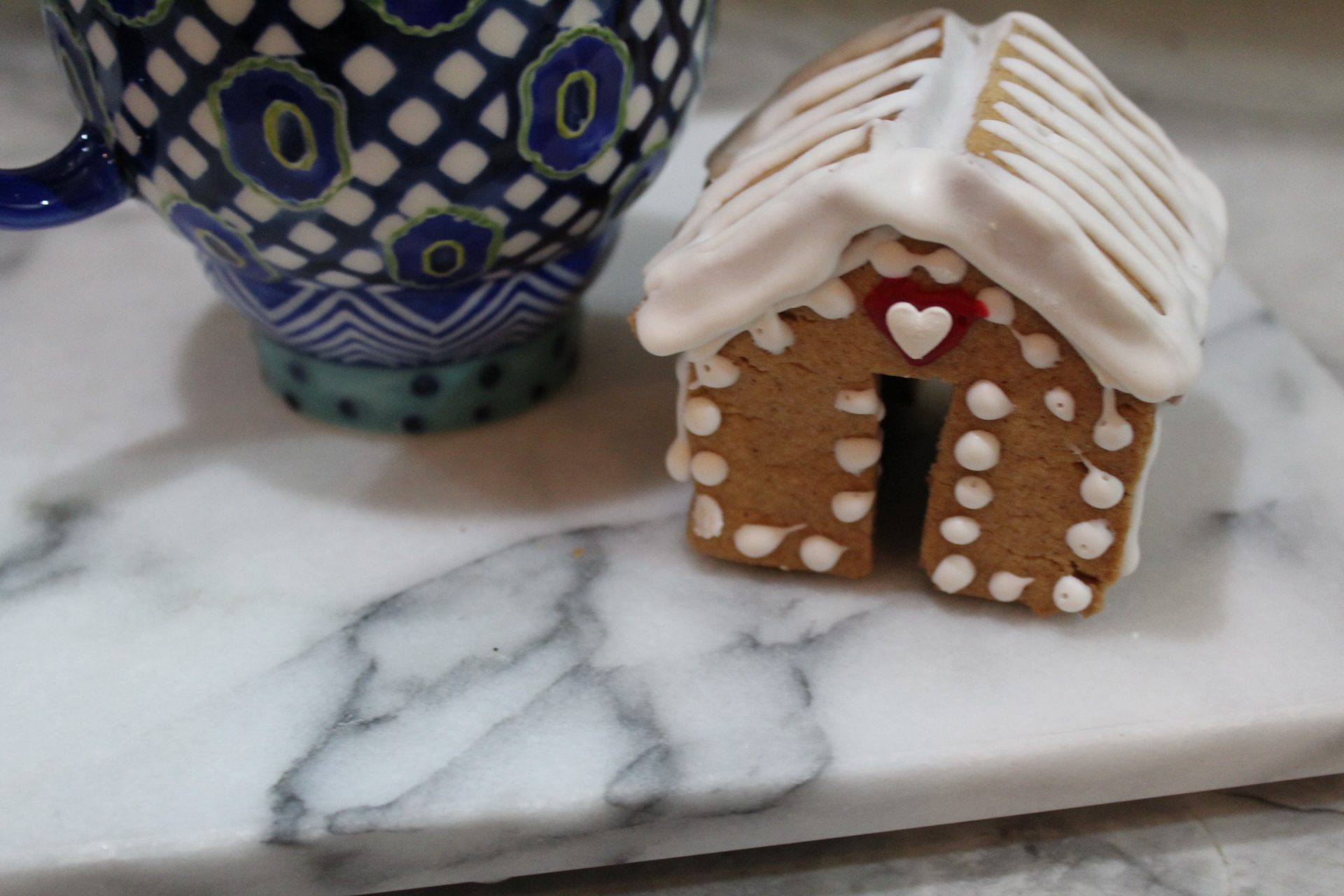 mini gingerbread house for cups